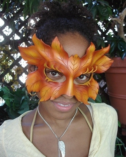Medium Leaf Mask